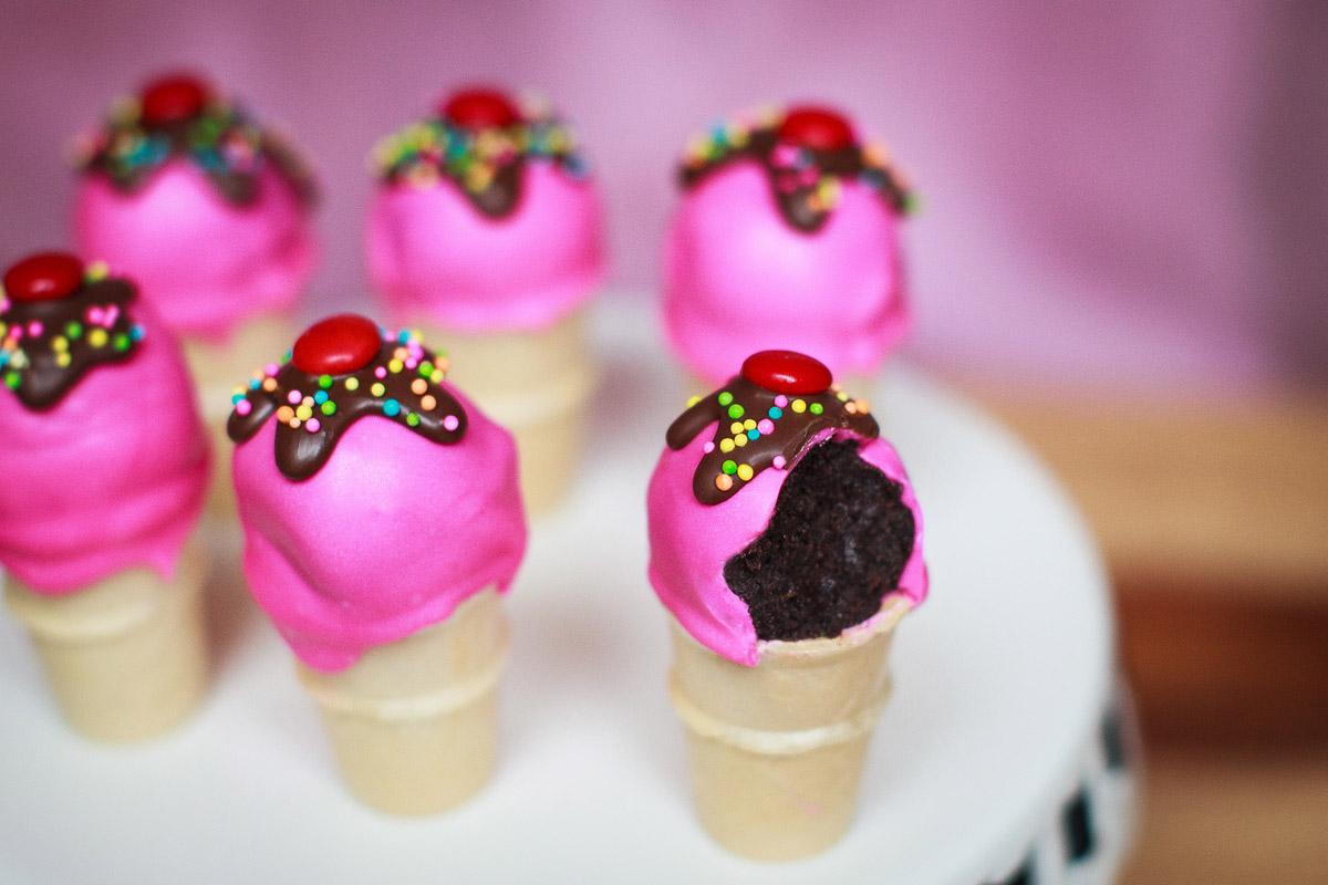 Cookies 'n Cream Ice Cream Cone Cake Pops Recipe (No-Bake)