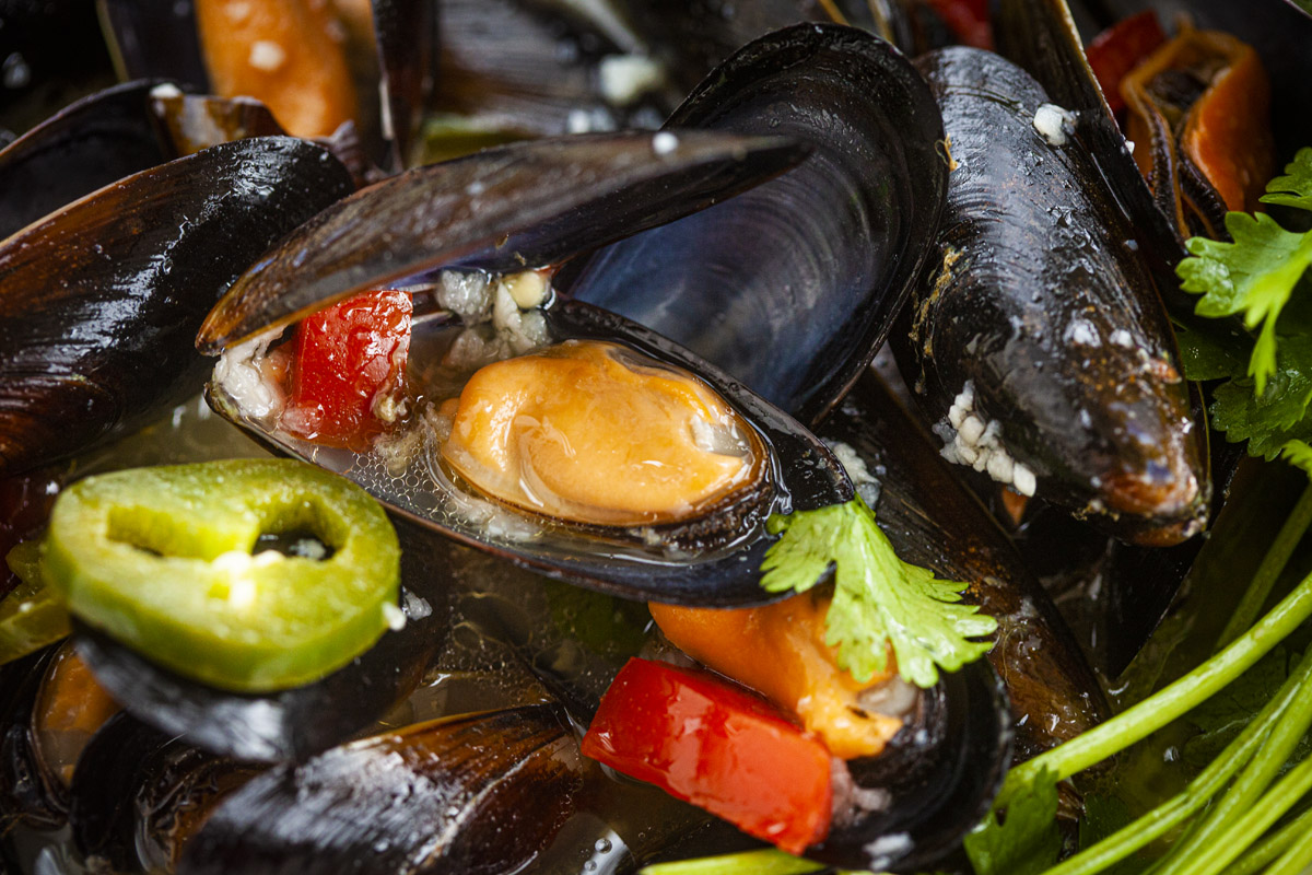 Ortega Style Steamed Mussels with Wine & Garlic Recipe