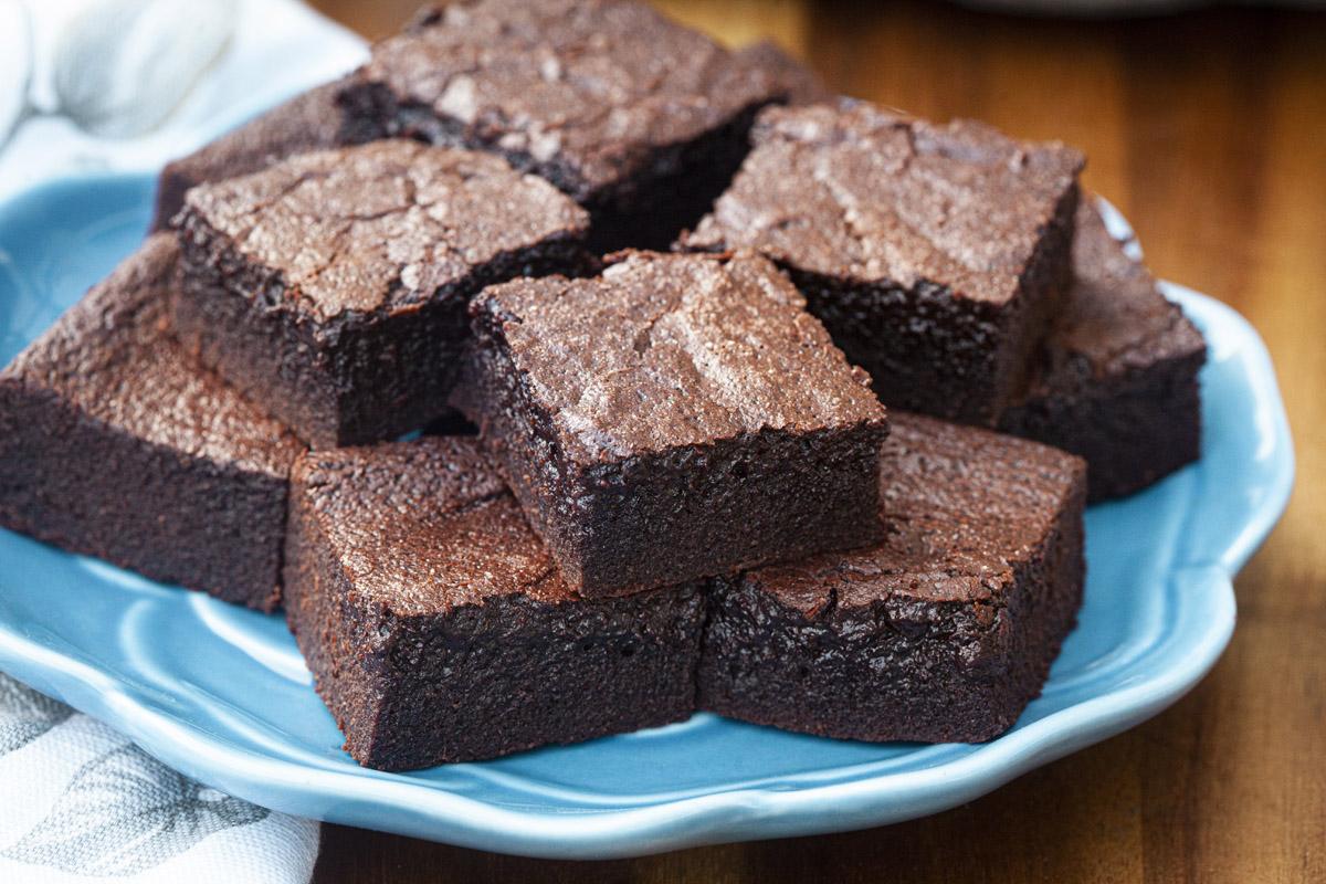Keto Fudgy Almond Flour Brownies Recipe (1.6g Net Carbs each)
